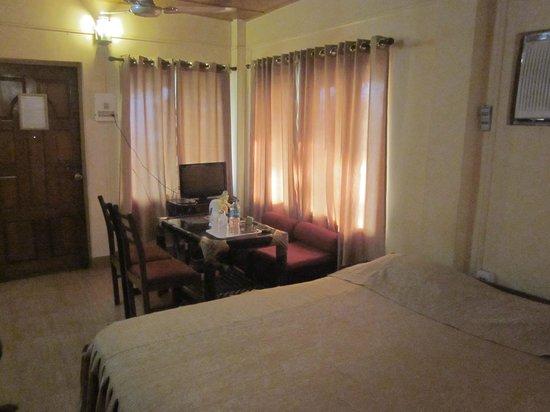 Brahmaputra Jungle Resort: Interior of Executive room