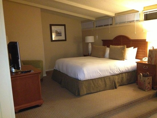 La Jolla Shores Hotel:                   Bed area