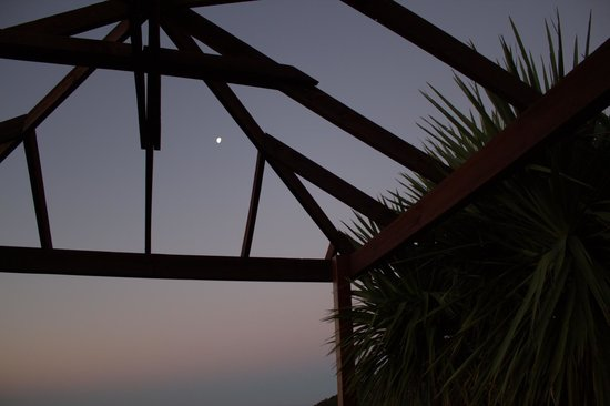 Parautane Lodge:                   In the spa watching the moon rise