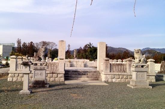 Nagashino historic battlefield :                   【鳥居強右衛門】の墓❶