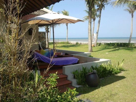 Ana Mandara Hue Beach Resort:                   looking out from the side