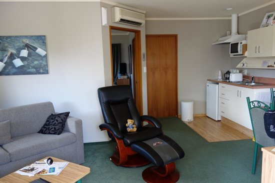 Brydan Accommodation :                   Very comfortable living area