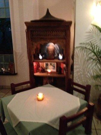 Archie's Wok:                   un altar en el comedor de ingreso