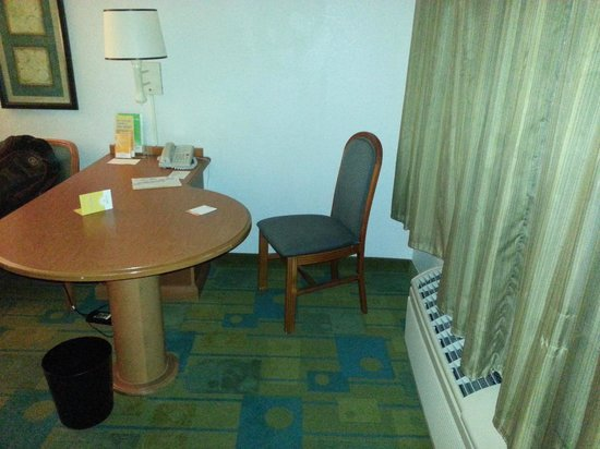 La Quinta Inn & Suites Ft. Lauderdale Plantation:                   Office space.... lol