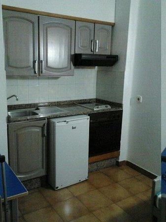 Apartamentos Los Tulipanes: pequeña cocina