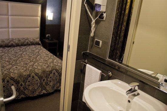 Hotel Five: Camera