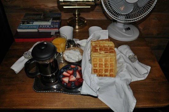 Banff Log Cabin B&B:                   Waffles for breakfast