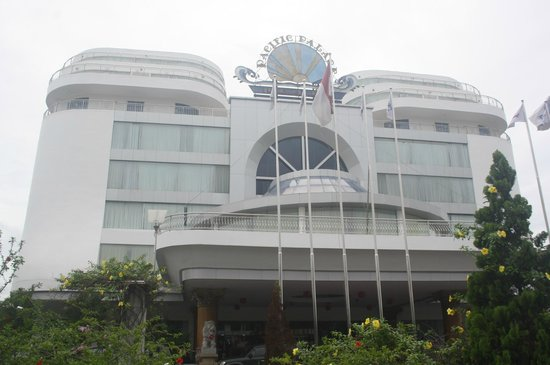 Pacific Palace Hotel:                   front view
