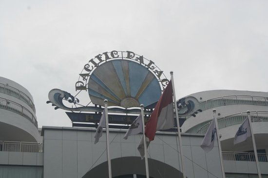 Pacific Palace Hotel:                   view from front
