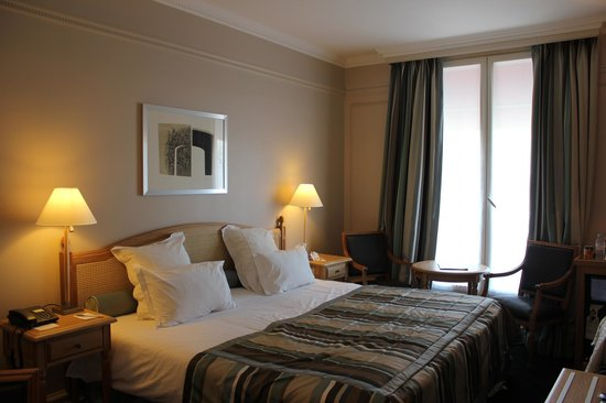 Hotel California Paris Champs Elysees:                   Superior Double Room