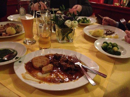 Hofer Der Stadtwirt:                   Goulash and dumplings - like Oma made