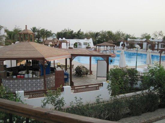 Menaville Resort :                   Бассейн+бар