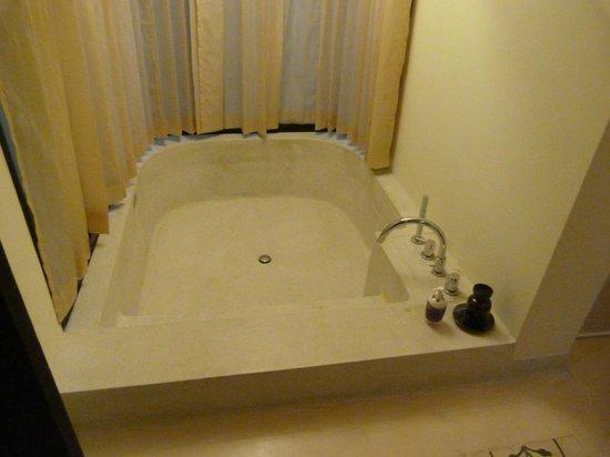 Bhu Nga Thani Resort and Spa:                   Lovely bath