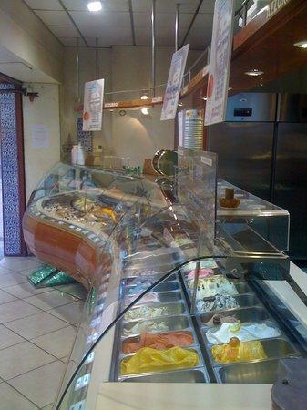 gelateria azzurro : Entrez, nous somme là pour vous servir !!