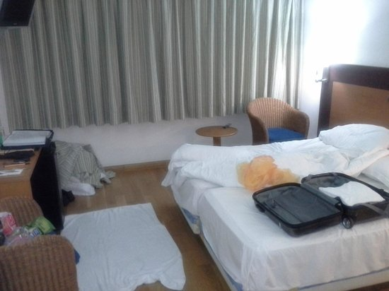 Hotel Exe Las Canteras:                   Excuse the unmade bed...