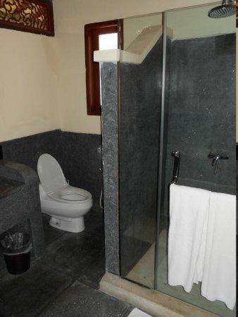 Luce d'Alma Resort & Spa:                   bathroom