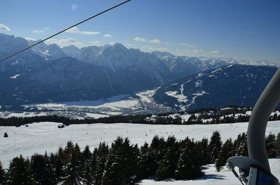 Hotel Sonne Lienz:                   Foto af Lienz oppe fra et af skiområderne