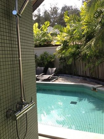 Dewa Phuket Resort Nai Yang Beach:                   från utomhus regnduschen