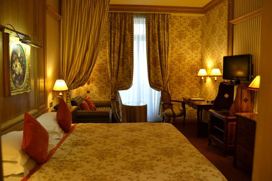 Chambiges Elysees Hotel:                   Chambre