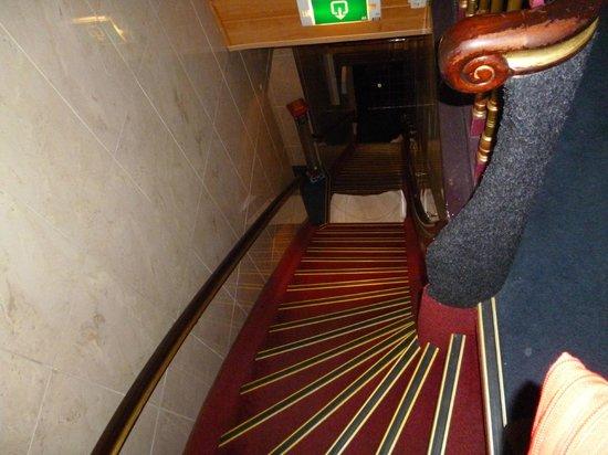 Hotel Nadia:                   altre scale!