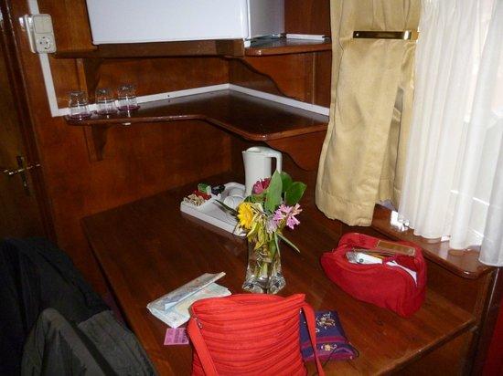 Hotel Nadia:                   fiori di ben arrivato...carini!