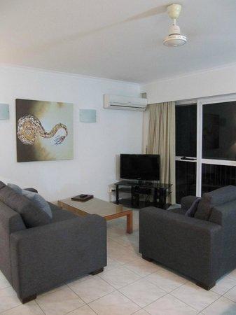 อากินคอร์ท บีชฟร้อนท์ อพาร์ทเม้นท์ส:                   Lounge area with flat screen tv