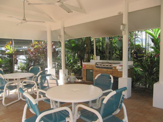 Agincourt Beachfront Apartments:                   BBQ facilities