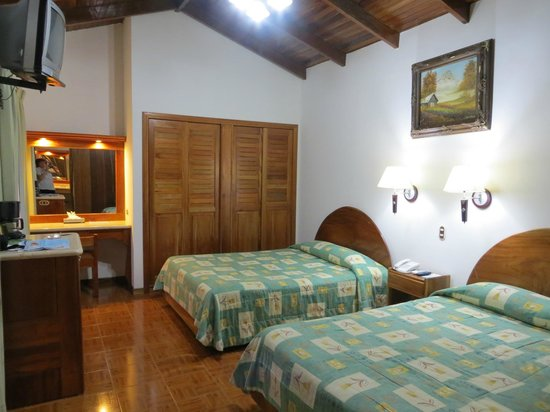 Arenal Paraiso Hotel Resort & Spa: chambre spacieuse