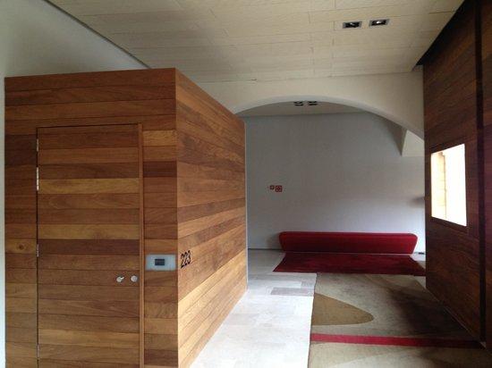 Parador de Alcala de Henares:                   Entrada habitación