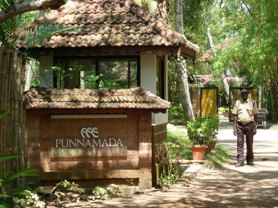 Punnamada Resort:                   entrance