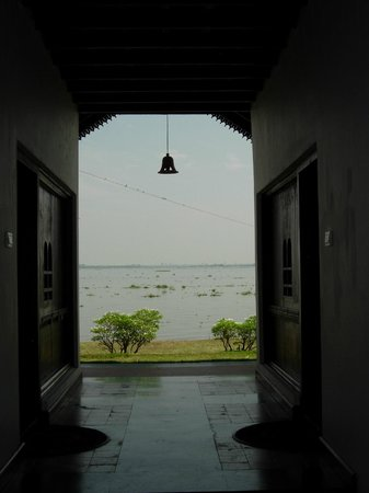 Punnamada Resort:                   view of lake
