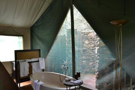 Botlierskop Private Game Reserve:                   Badezimmer: teils drinnen, teils draußen