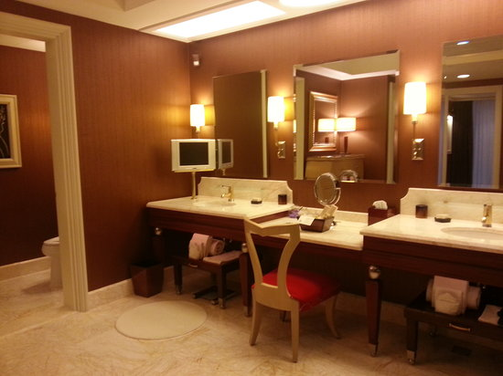 Wynn Macau:                   Huge bathroom with TV and Jacuzzi