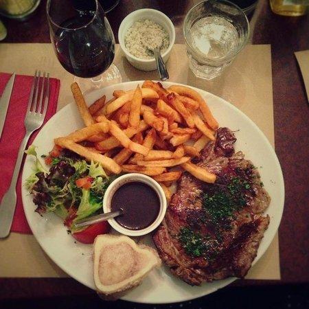 Aux Tonneaux des Halles:                   Steak frites!