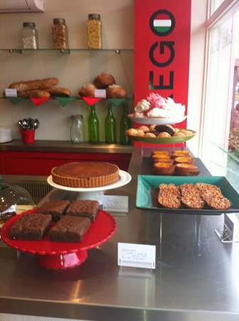 Prego Broadway: Beautiful cakes served all day