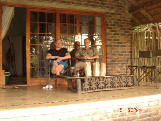 Tshukudu Marula Camp:                                                       Relaxing at the chalet.