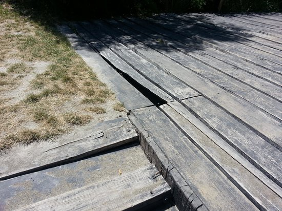 Penon Del Lago Lodge & Resort:                   El estado de las maderas en el hotel