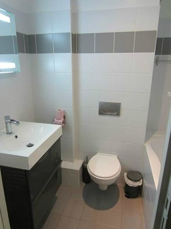 Short Stay Apartment Museum View :                                     Bathroom, the walls were so thin we could hear the neighbour