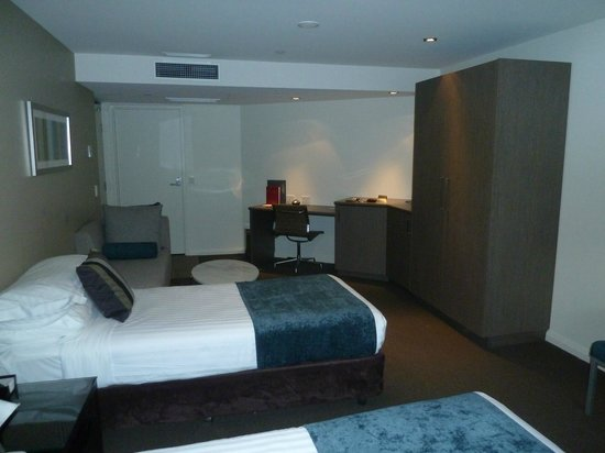 Mantra Collins Hotel:                   Twin Room