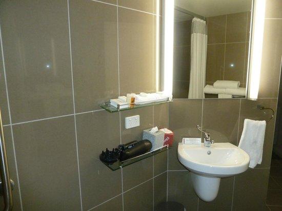 Mantra Collins Hotel:                   Bathroom