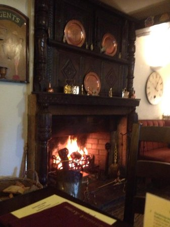 Tennant Arms Hotel:                   lovely fire
