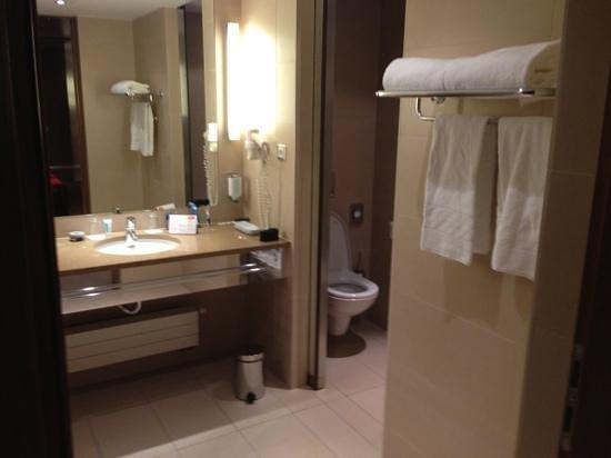 Austria Trend Hotel Savoyen Vienna:                   bathroom