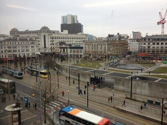 Mercure Manchester Piccadilly Hotel:                   view of the square from the lounge/restaurant