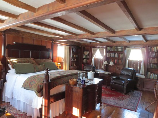 Captain's House Inn:                   The Hiram Harding room