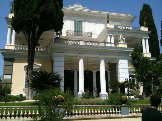Gastouri, Grecia:                   Facciata Villa