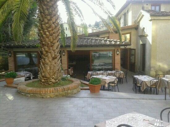 Villa Vezzani:                   entrata ristorante