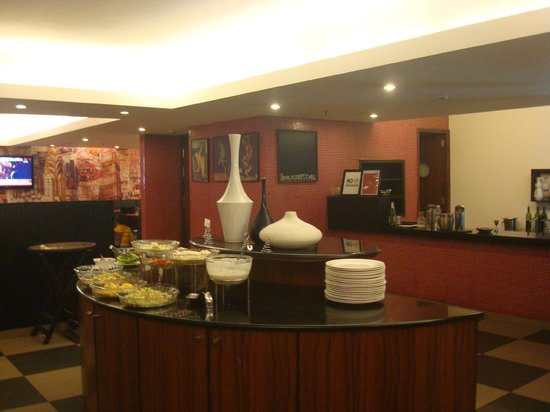 Red Fox Hotel Jaipur :                   Buffet Table