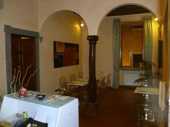 B&B In and Out Rome:                   Reception / Breakfast / Lobby