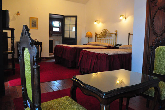El Hotel de Su Merced: Spacious rooms conveniently set for three-people groups.
