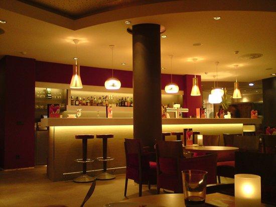 Novotel Berlin Mitte:                                     le bar nouveau look